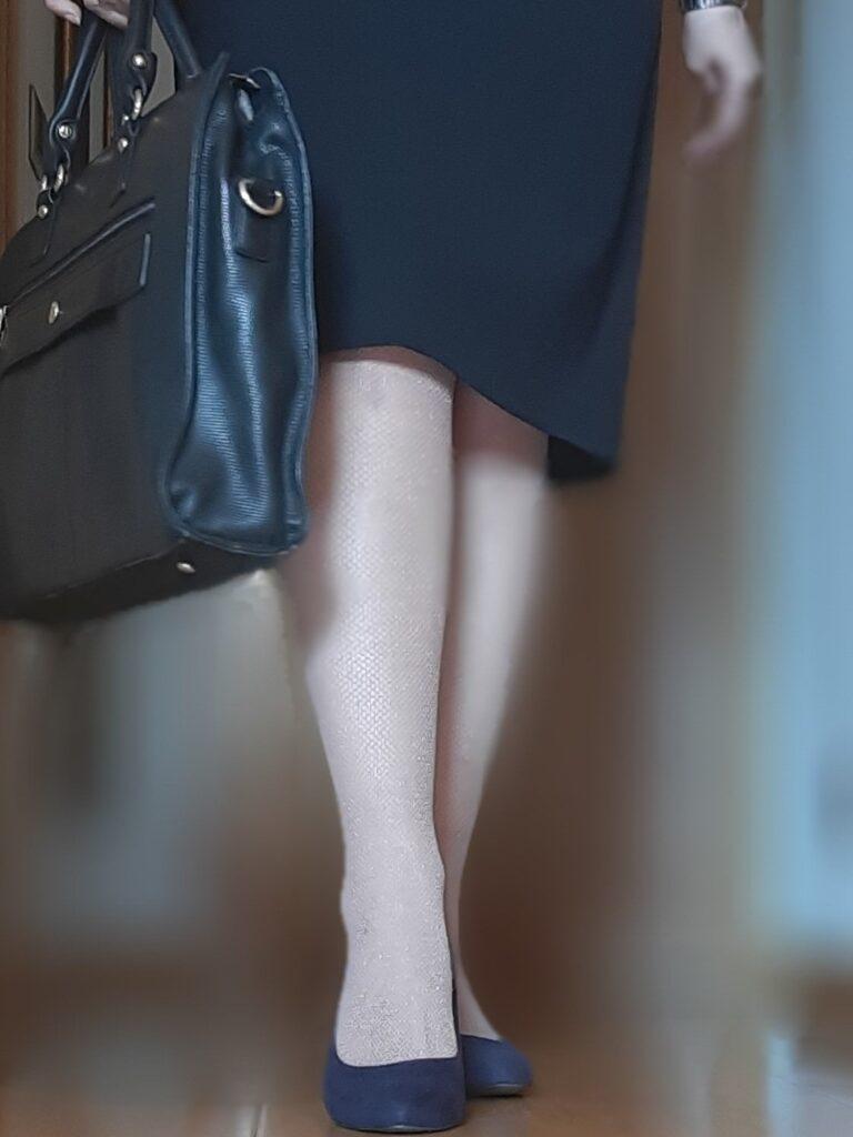 foto abogada con maletín