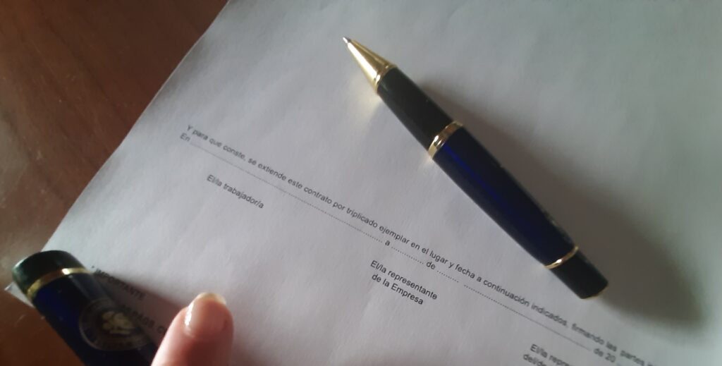 documento y bolígrafo